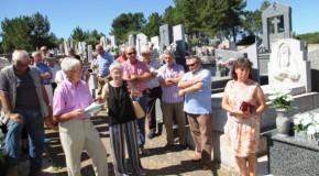 Lápida en Robleda dedicada a la memoria de dos vecinos asesinados